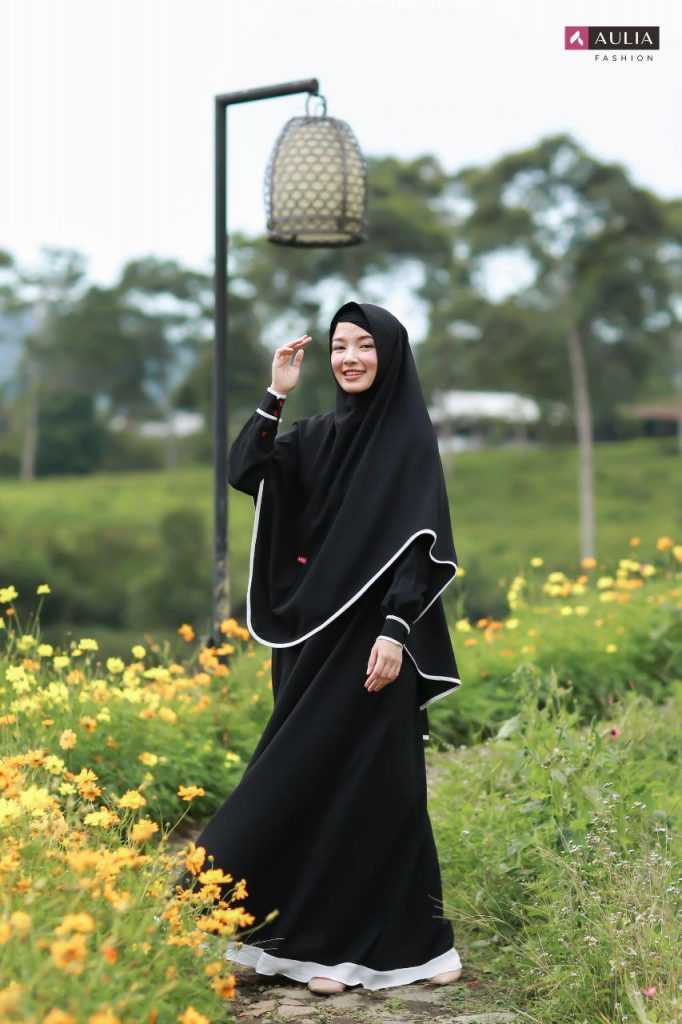 model gamis simple warna hitam